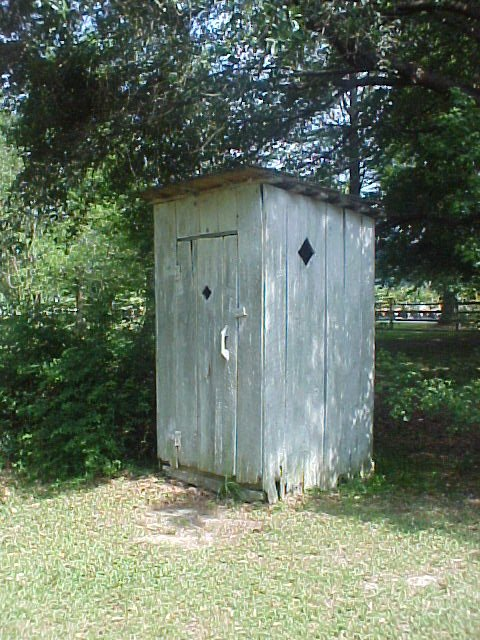 03-outhouse_5.jpg