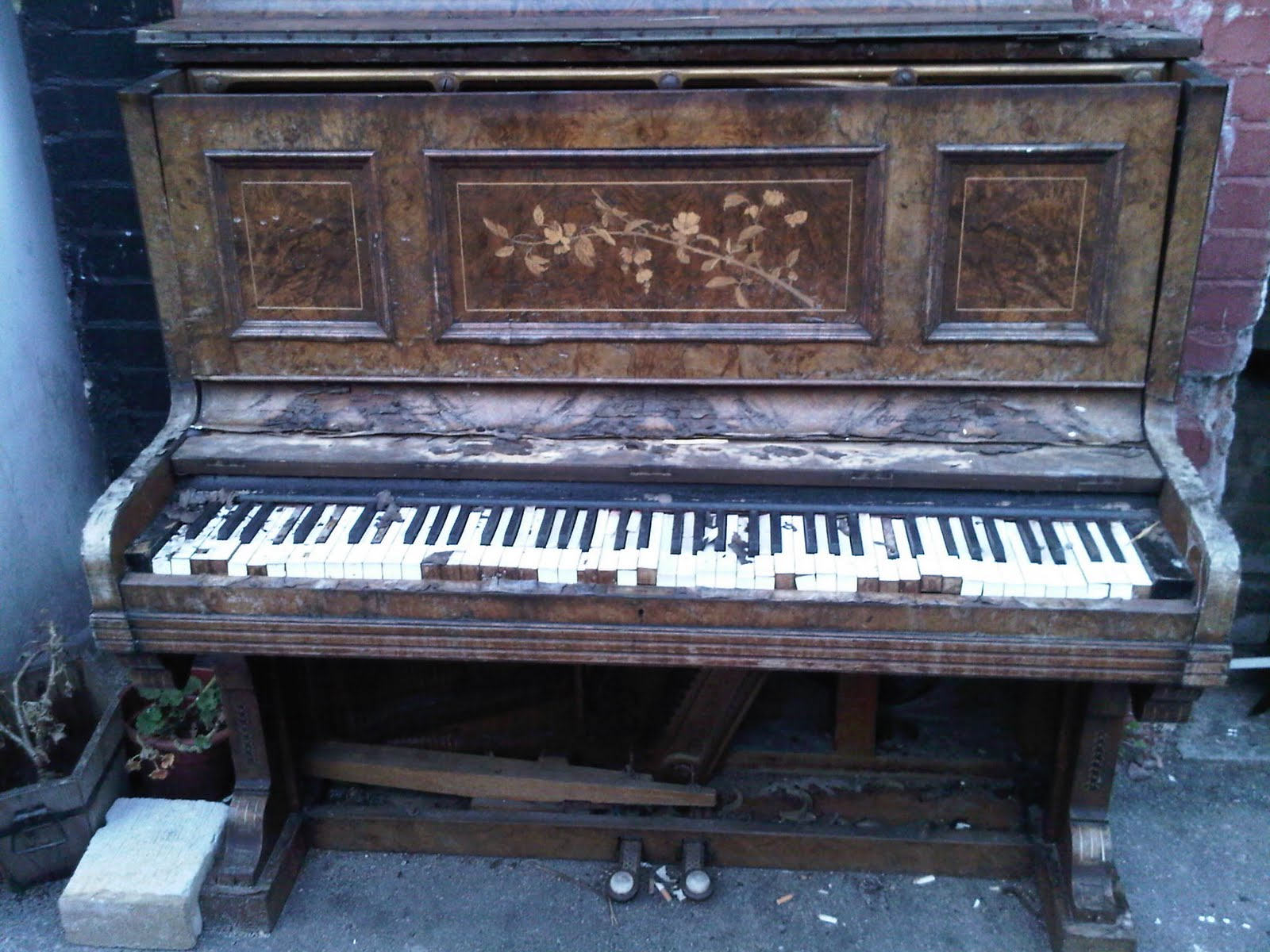 I visited meade skelton at his home yesterday for Classic house piano